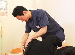 宇都宮市やなせ4丁目はり灸整骨院の骨盤矯正・関節調整治療の施術風景
